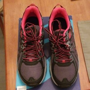 Woman's Asics Running Shoe Gel Venture 6